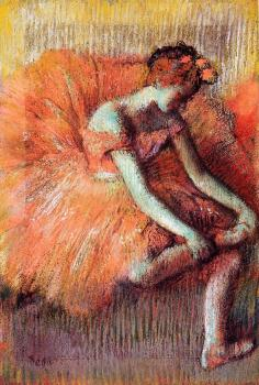 Edgar Degas : Dancer Adjusting Her Sandel