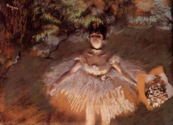 Edgar Degas : Dancer On Stage with a Bouquet