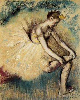 Edgar Degas : Dancer Putting on Her Slipper